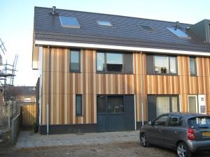 Velve Lindenhof Enschede (2011-2013), gerealiseerd volgens Passie Bouwen, alle woningen hebben een EPC < 0,4 zonder PV-panelen. Ontwerp: Beltman Architecten; realisatie: Te Pas Bouw/DGV.