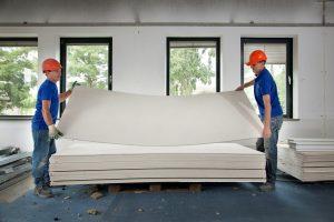 Onbeschadigde gipsplaten gaan terug naar de producent om te worden verkocht als onderlaag voor nieuwe wanden. Foto: Marcus Peters