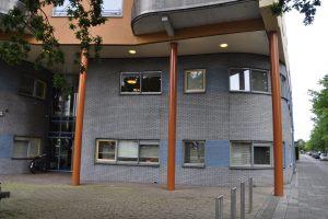 Amersfoorts kantoor van woningcorporatie Portaal wacht op voorsloop en demontage.