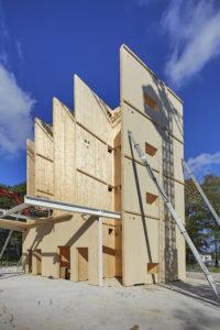 Het eerste deel is 3,5 meter breed en 15 meter hoog.