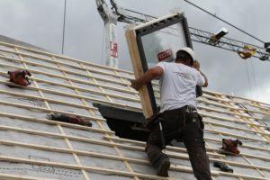 De eerste 90 dakramen worden momenteel geplaatst bij een renovatieproject in Eindhoven. (Foto's Paul Diersen)