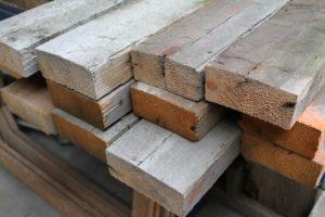 Reclaimed hout in de werkplaats bij A. van Liempd.