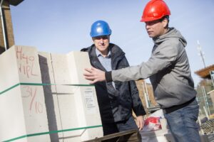 """Van den Born (rechts): """"Deze manier van bouwen is te vergelijken met Lego. Maar dan in het groot."""""""
