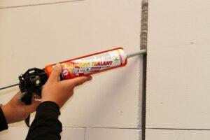Zwaluw FP Silicone Sealant is een brandwerende, elastische, neutraal uithardende siliconenkit. Zwaluw FP® Silicone Sealant heeft een brandweerstand tot 4 uur in lineaire (bewegings-)voegen. Biedt een bewegingsopname tot 25%. (Foto: Bostik)