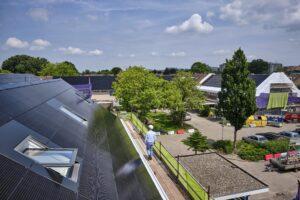 In de Zoetermeerse wijk Meerzicht kregen de daken een FAKRO facelift. (C) Roel Dijkstra Fotografie / Foto : Fred Libochant