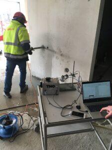 Het eerste prototype van de sensor is met bouwbedrijf Mateboer Groep getest. (Foto: TNO)